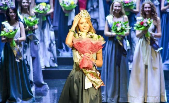 Самой красивой девушке Екатеринбурга вручили самый красивый кроссовер LADA
